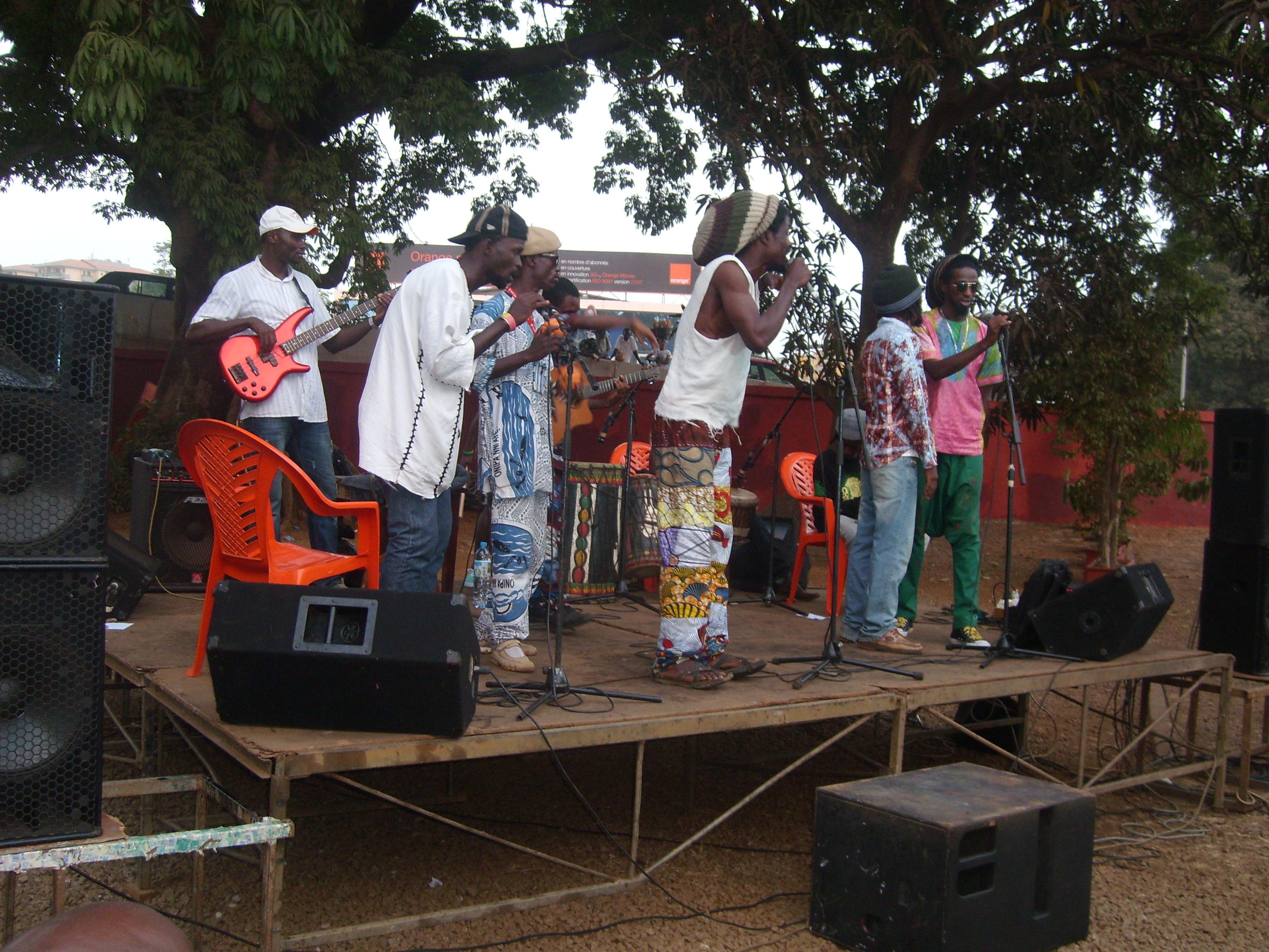 Mikhindé sur scène