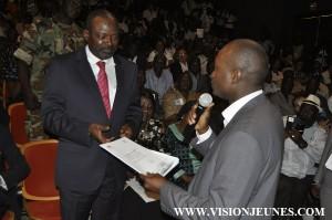 Sansy Kaba remet le projet ''Conakry capitale modiale du livre en 2017'' au 1er ministre