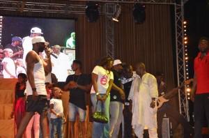 Concert Oudy 1er : Pari Gagné pour le DJ Mannequin  Le public guinéen a eu droit ce Dimanche 31 mai à un concert inédit  du Dj mannequin Oudy 1er au Palais du Peuple. Organisé par la structure Oudy prod,  cet événement a rassemblé plusieurs artistes guinéens mais aussi étrangers histoire de rendre la cérémonie gracieuse.