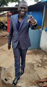Page noire : Ansoumane Damaro Camara ''Black So'' n'est plus ! La mort a encore frappé à la porte du monde culturel guinéen. Après le décès du chanteur des Sofas de Camayenne et de l'orchestre Bembeya Jazz,  Bâ Youssouf hier dimanche 12 juillet, c'est au tour du directeur général de la structure Afro Balance Music de s'en aller. Ansoumane Damaro Camara alias ''Black So'' a tiré sa révérence ce lundi 13 juillet 2015 à son domicile de la minière des suites de maladie. Aussitôt annoncé, le décès de cet autre promoteur culturel a créé une vague de désolation dans le monde artistique et culturel.
